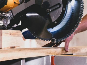 How to Change Miter Saw Blade